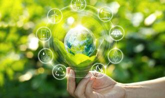 """Z roku na rok, pompy ciepła są coraz bardziej popularne. Przede wszystkim ze względu na fakt iż pobierana przez nie energia jest """"darmowa"""", bo pobierana z naturalnych źródeł. Kolejnym argumentem jest ekologia. Pompy ciepła nie wytwarzają spalin i zanieczyszczeń, są przyjazne dla środowiska. Urządzenia te mogą również współpracować z kolektorami słonecznymi czy fotowoltaiką, co pozwala na spore oszczędności kosztów energii cieplnej oraz elektrycznej. Ponadto, istotną zaletą jest bezobsługowość. Pompy ciepła działają w sposób zautomatyzowany. Po ustawieniu odpowiednich parametrów nie jest już potrzebna obsługa urządzenia."""